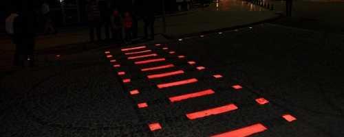Какие особенности имеет и как изготавливается светящаяся тротуарная плитка?