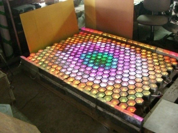 фото производства плитки светящийся в темноте