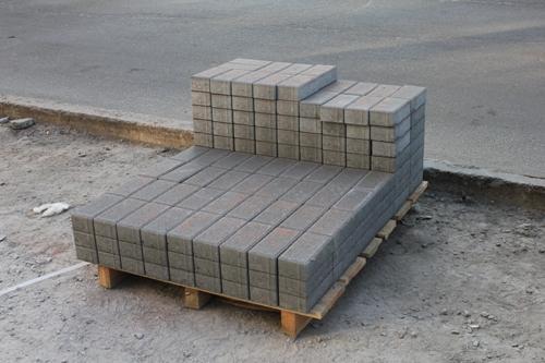 поддон с тротуарной плиткой