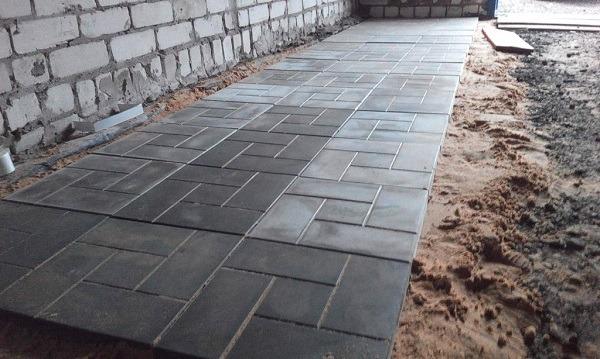 фото тротуарная плитка в гараже