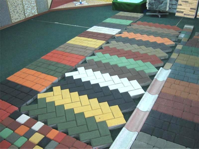 фото кладки тротуарной плитки елочка