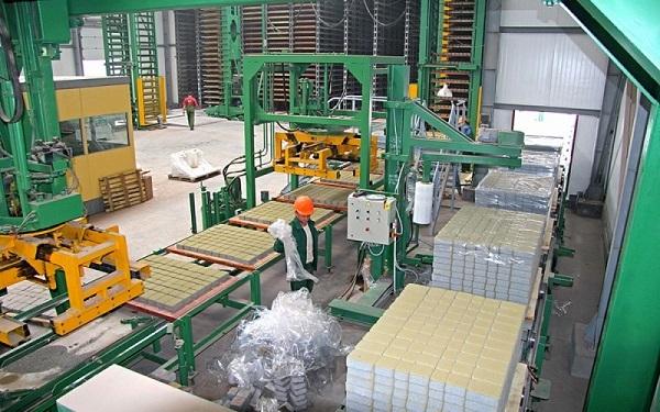 заводской процесс изготовления брусчатки