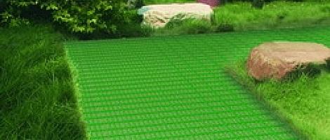 пластиковая плитка в саду