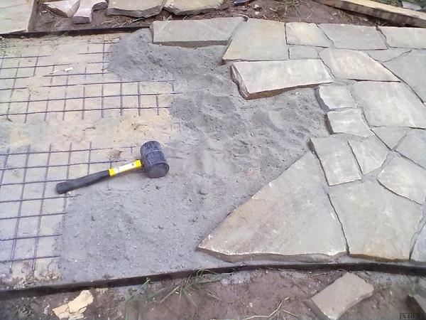 простукивание плит натурального камня