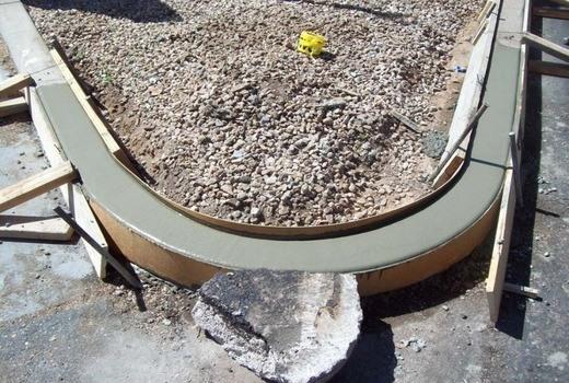 заливка бетонного бордюра