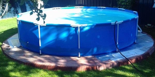 установленный каркасный бассейн